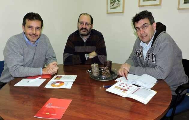 Jorge Fdez. (Ferede); y E. del Árbol (Diaconía); con J.C. Gzlez (CS PSOE) en un encuentro en la sede de la Federación Evangélica en Madrid / Actualidad Evangélica,Jorge Fernández, Ferede PSOE