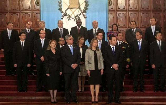 Con los 14 nuevos ministros en el Palacio Nacional de la Cultura / Prensa Libre, Edwin Bercian,Guatemala, Jimmy Morales