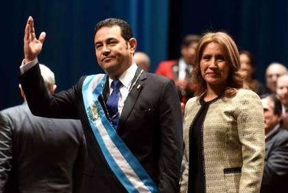 Morales junto a su esposa Gilda Marroquín / Johan Ordonez, AFP