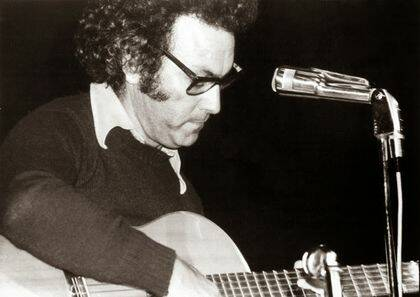 Jose Zeca Afonso en concierto