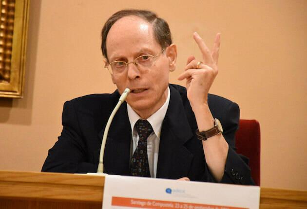 Pablo Martínez Vila, en la conferencia del encuentro Adece en Santiago de Compostela. / Héctor Rivas,pablo martinez vila conferencia adece