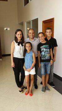 Israel Sanz y su familia.