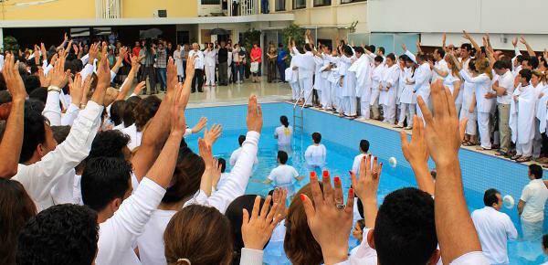 Bautismo de creyentes iraníes. / Elam Ministries,