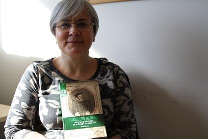 Autora y libro. / J.Soriano