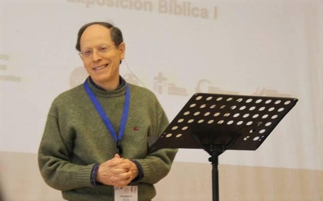 Pablo Martínez, durante una de las exposiciones bíblicas durante el encuentro de los cuatro grupos profesionales, en Gandía (23-25 febrero). / Foto: J. Forster,