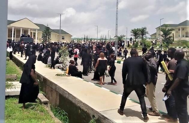 Muchos cristianos marcharon en protesta a la sede del Gobierno en Jos, por la falta de seguridad. / Morning Star News,