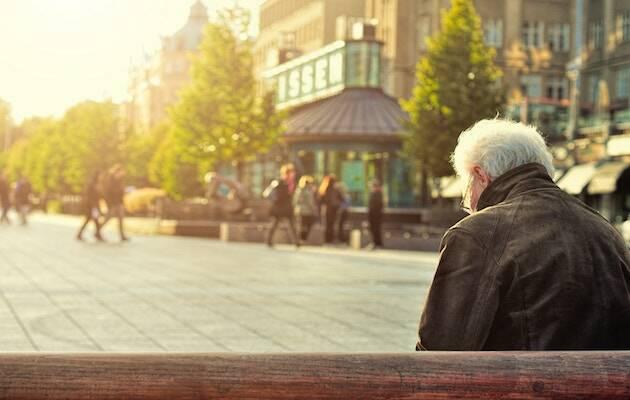 En los países de la OCDE se espera un aumento del ratio de pensionistas para 2050 de 60 por cada 100 empleados. / Huy Phan, Unsplash CC,