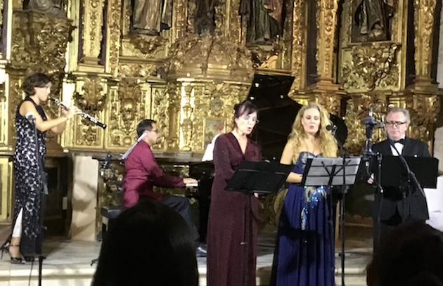 El Ensemble Bohórquez, durante el concierto ofrecido en Santiponce. / X.M. Suárez,