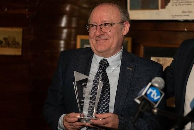 José Luis Villacañas, con el premio./Fundación RZ