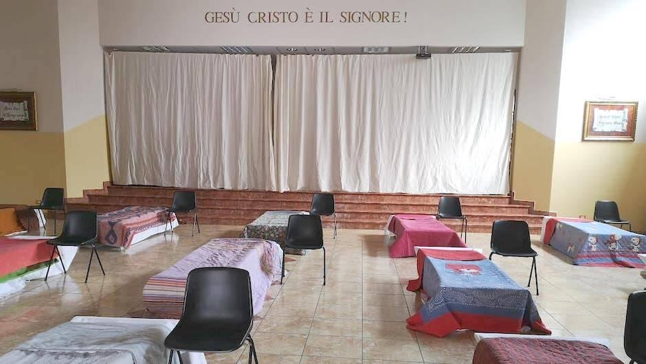 El local principal de la iglesia, convertido en un gran dormitorio. / Beth Campo,