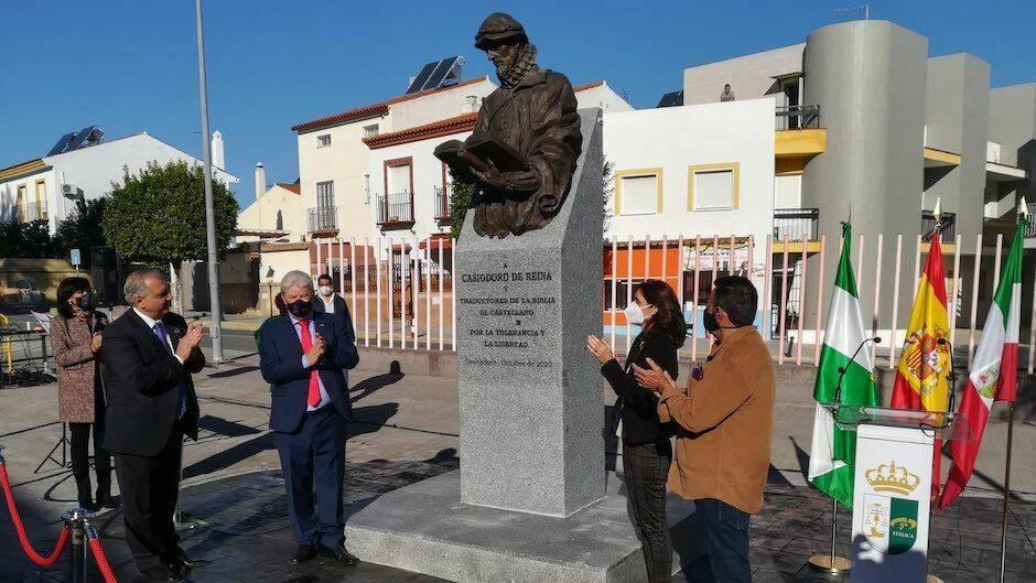 Inauguración de la estatua a Casiodoro de Reina, en Santiponce. / Junta Andalucía