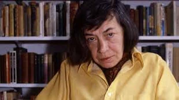 Dice la biógrafa Joan Schenkar que Highsmith leía la Biblia todas las mañanas, cuando empezaba a beber también, lo que no paraba a lo largo del día.