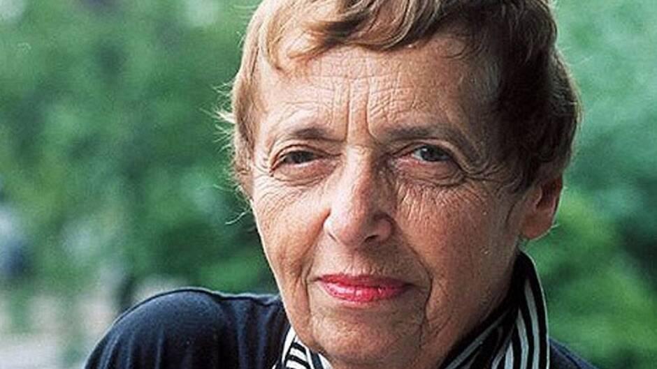 La ahora centenaria voz de Gitta Sereny (1921-2012), intrigada por el problema del mal, humaniza al criminal, pero introduce también el culto a la víctima.