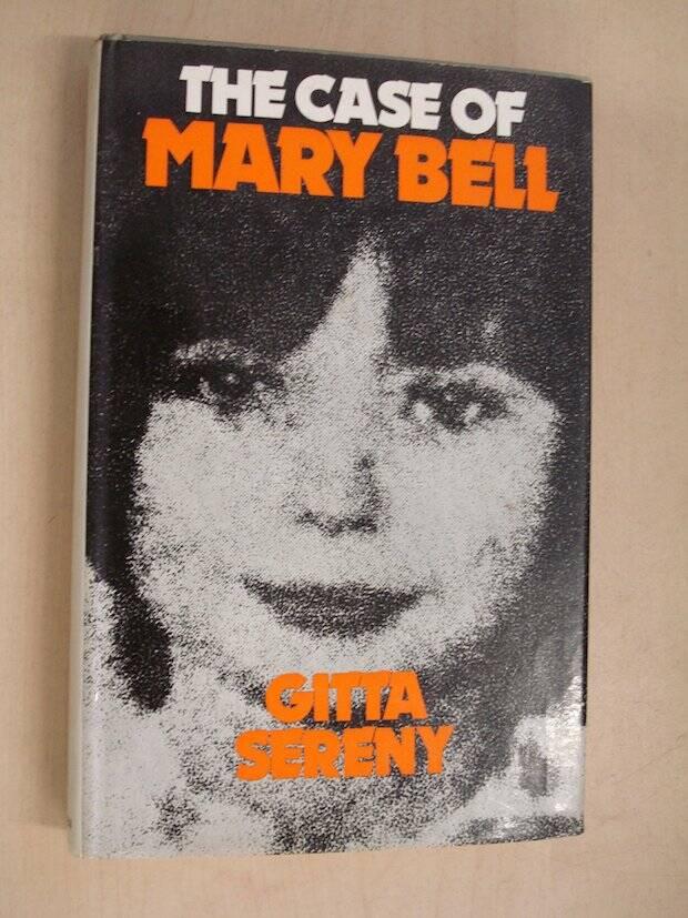La sociedad británica más conservadora se escandalizó de que Sereny pretendiera que la sociedad tenía la culpa de los crímenes de la asesina infantil Mary Bell.