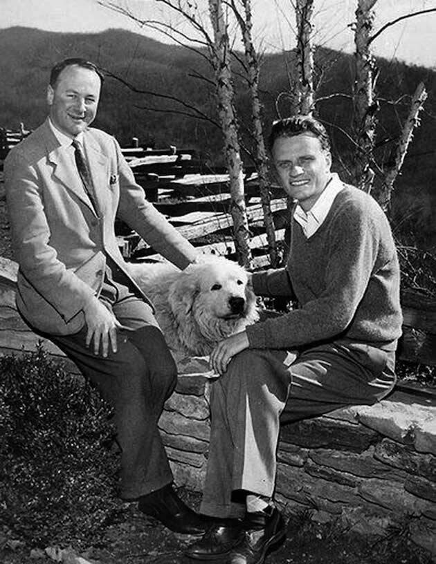 La famosa foto de prensa en que se ve a Stott con Graham, junto a un perro de montaña de los Pirineos, se tomó la Navidad que estuvo con Billy y Ruth, acompañados de sus cuatro hijos en su casa de Montrea.