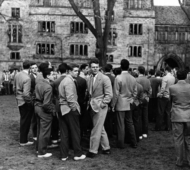 No era fácil que la gente asistiera a una actividad cristiana en universidades como Harvard, donde el rector le dijo a Stott que si el propio apóstol Pablo visitara la Facultad, nadie iría a conocerle.