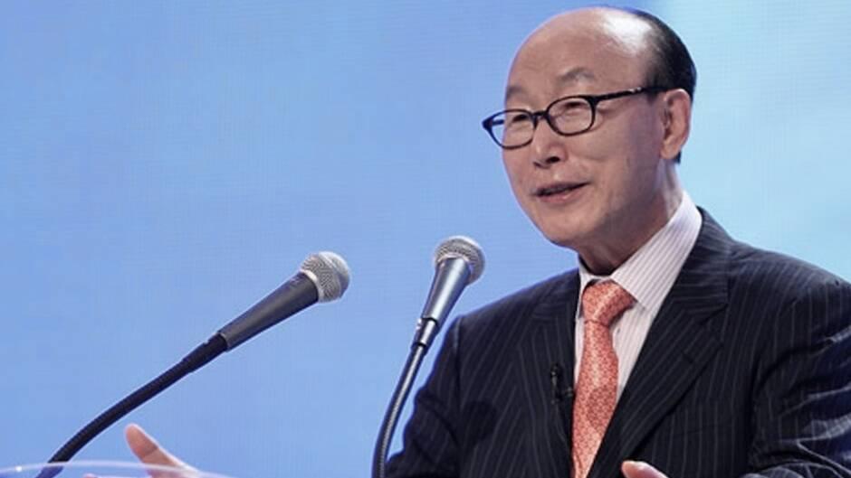 El pastor David Yonggi Cho, predicando en la Iglesia del Evangelio Completo de Yoido.,