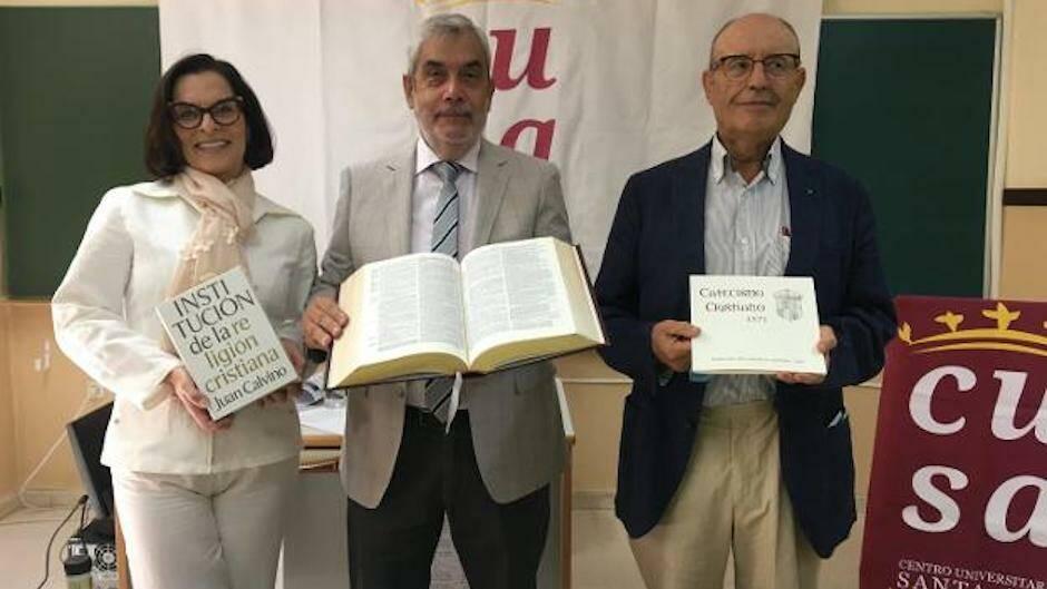 Carmen Fdez-Daza, Emilio Monjo y Pecellín presentaron las jornadas./ G. C, Diario Hoy,